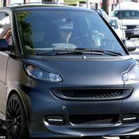 Justin Bieber chán 'xế khủng' đi xe rẻ tiền