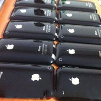 """Người dân """"đổ xô"""" đi mua Blackberry & Iphone!"""