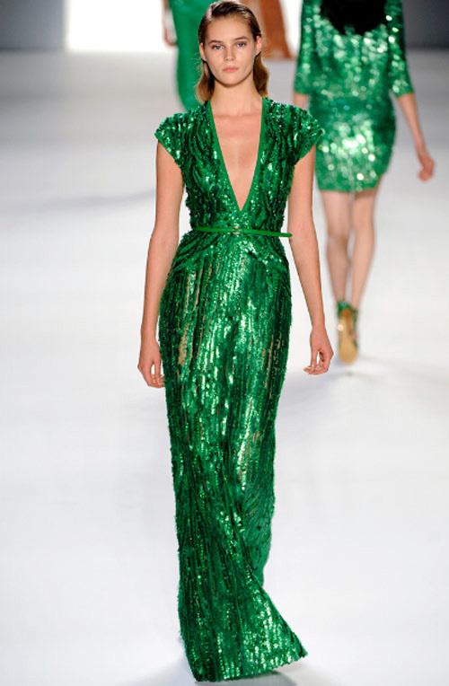 Váy Hồ Ngọc Hà đụng kiểu dáng Elie Saab - 10