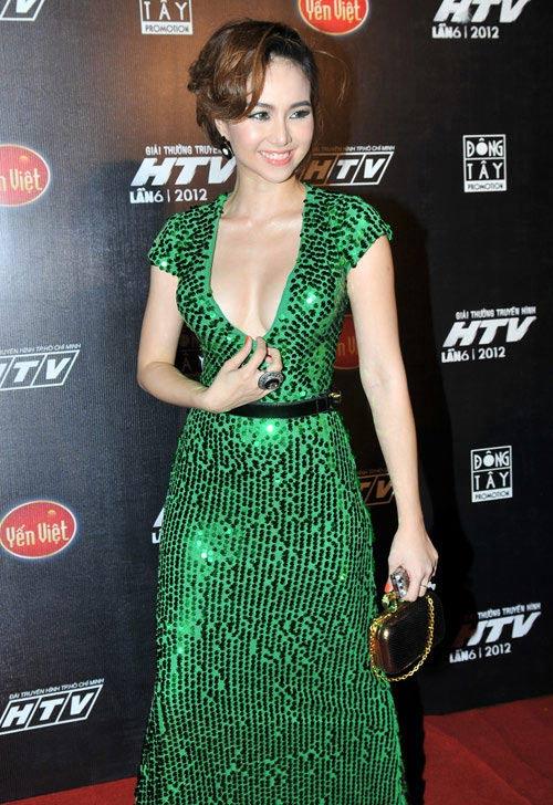 Váy Hồ Ngọc Hà đụng kiểu dáng Elie Saab - 9