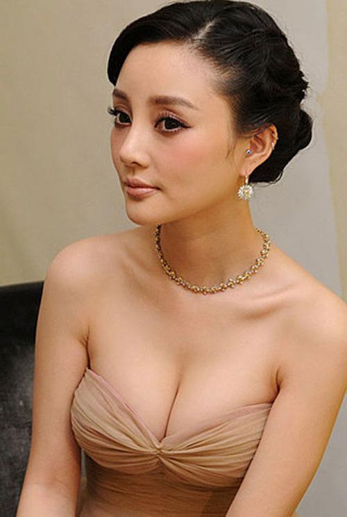 Sao Hoa ngữ ngày càng sa đà khoe ngực - 8
