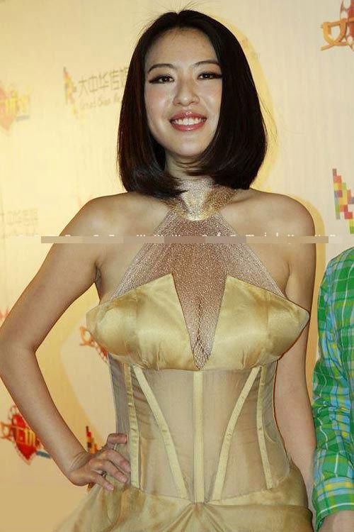 Sao Hoa ngữ ngày càng sa đà khoe ngực - 10
