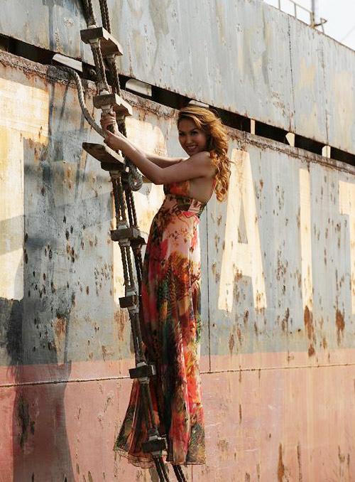 Phi Thanh Vân leo trèo trên bến tàu - 4