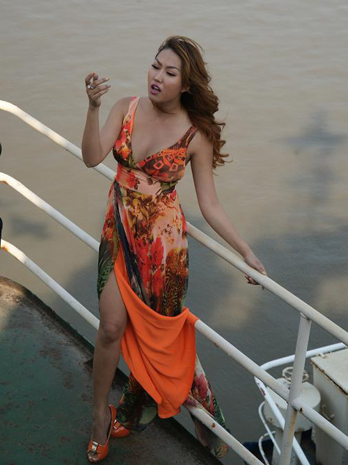 Phi Thanh Vân leo trèo trên bến tàu - 5
