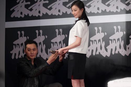 Lưu Diệc Phi biểu diễn ảo thuật - 18