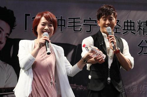 """Nữ ca sỹ Trung Quốc """"đãi mắt"""" khán giả - 1"""