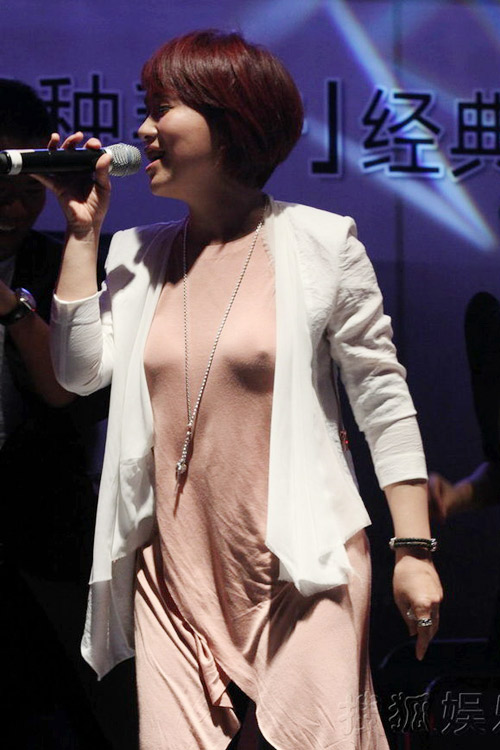 """Nữ ca sỹ Trung Quốc """"đãi mắt"""" khán giả - 3"""