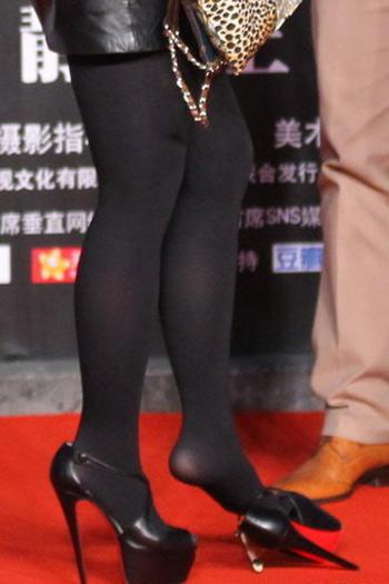"""Nữ ca sỹ Trung Quốc """"đãi mắt"""" khán giả - 12"""