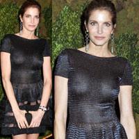 """Siêu mẫu lộ điểm """"nóng"""" vì váy đen"""