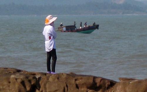 Đỏ mắt giăng lưới tìm xác con trên biển - 4