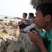 Đỏ mắt giăng lưới tìm xác con trên biển
