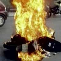 Xăng dầu không trực tiếp gây cháy xe!