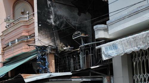 Cháy tiệm vàng, cả gia đình chết thảm - 2