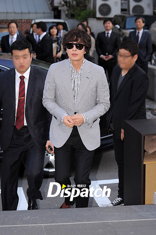 Bae Yong Joon xuất hiện cùng Kim Hye Soo - 3
