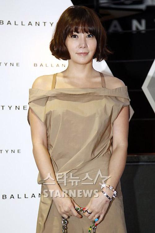 Bae Yong Joon xuất hiện cùng Kim Hye Soo - 15