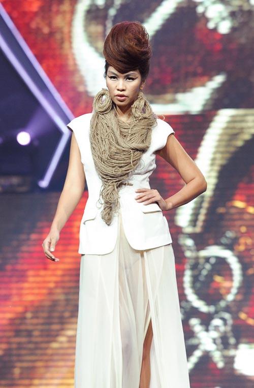 Trương Thị May diện quần chẽn bện dây - 14