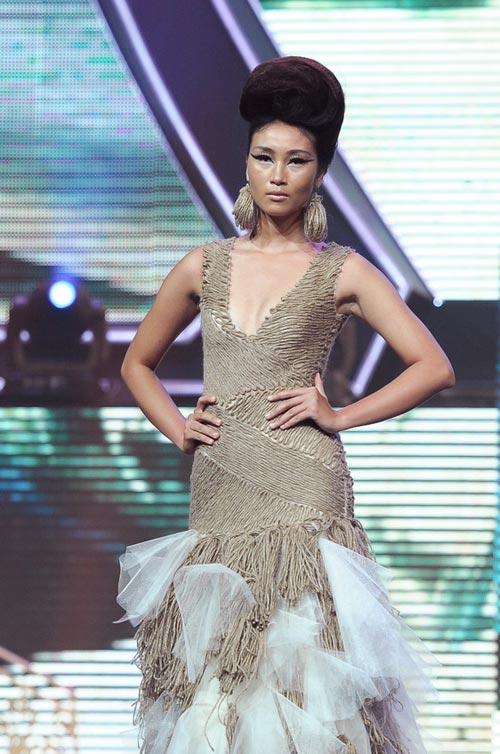 Trương Thị May diện quần chẽn bện dây - 16