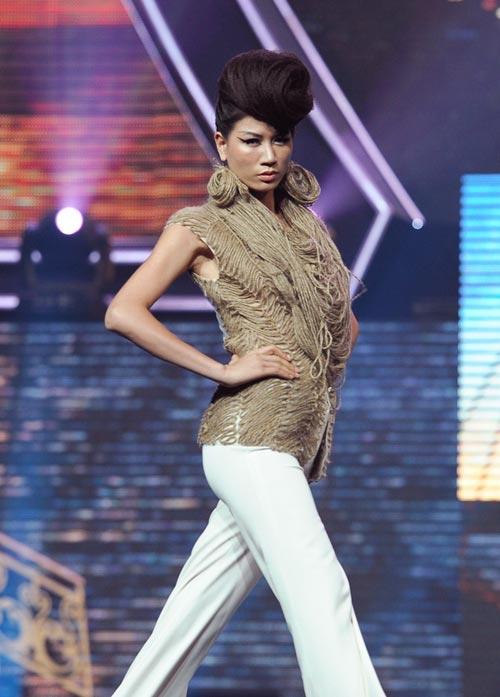 Trương Thị May diện quần chẽn bện dây - 8