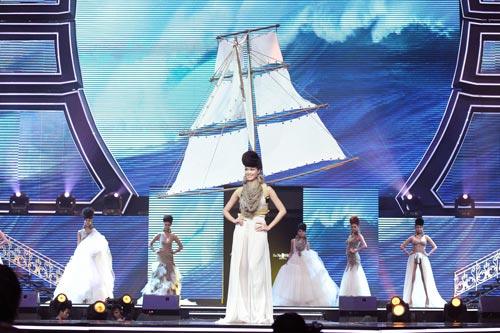 Trương Thị May diện quần chẽn bện dây - 17