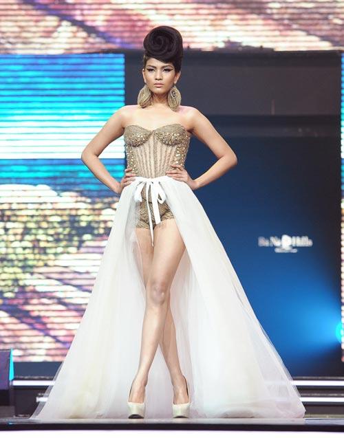 Trương Thị May diện quần chẽn bện dây - 2