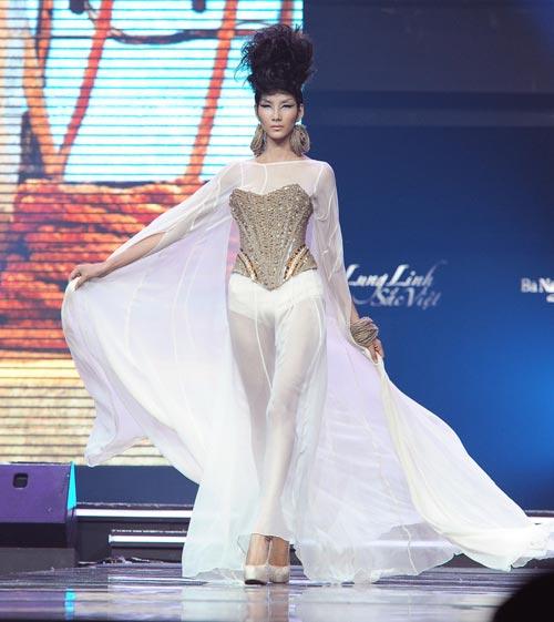 Trương Thị May diện quần chẽn bện dây - 15