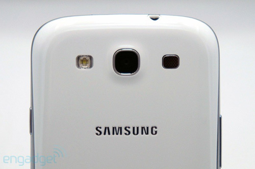 Cạnh bên và mặt sau của Samsung Galaxy S3