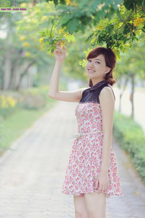 Hoa khôi Ngoại thương rạng rỡ trong nắng - 12