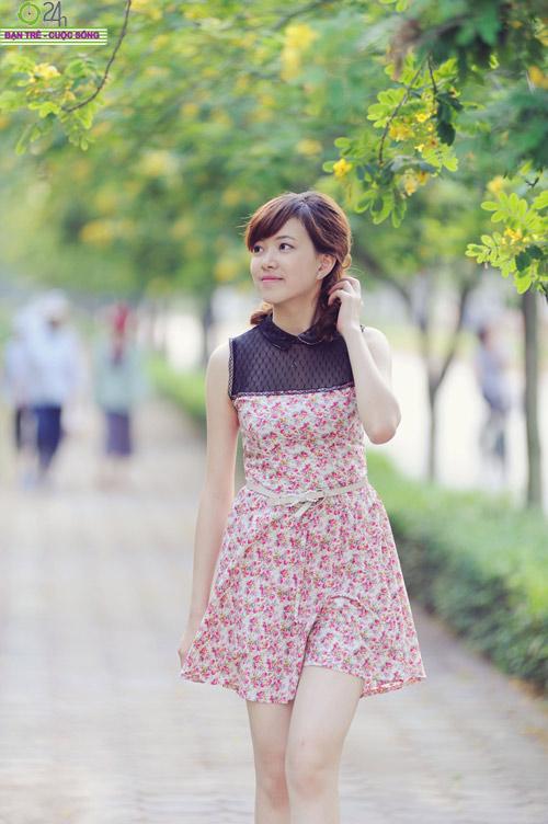 Hoa khôi Ngoại thương rạng rỡ trong nắng - 11