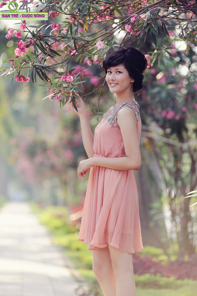 Hoa khôi Ngoại thương rạng rỡ trong nắng - 6