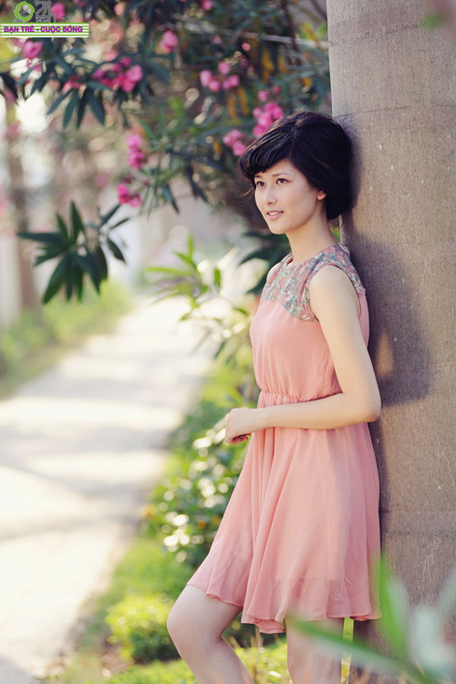 Hoa khôi Ngoại thương rạng rỡ trong nắng - 3