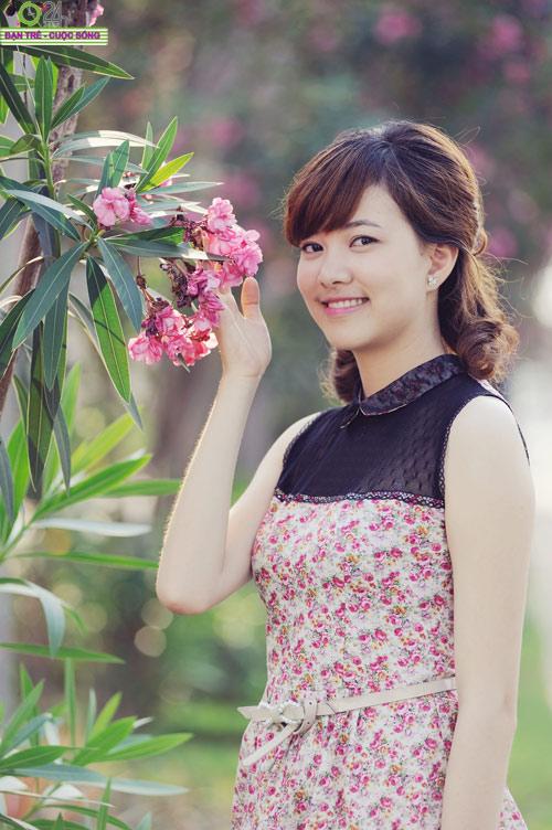 Hoa khôi Ngoại thương rạng rỡ trong nắng - 10