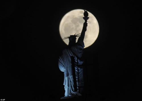 Ngắm siêu mặt trăng trên khắp thế giới - 1