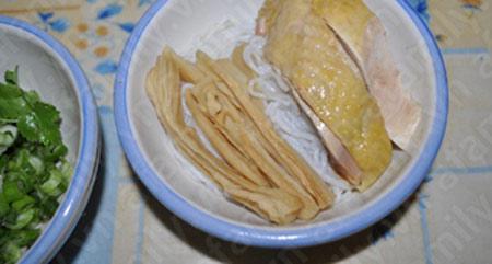 Bún gà nấu măng hấp dẫn - 7