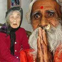 Những cụ già ăn uống khác người
