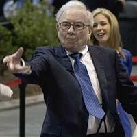 """Tỷ phú Warren Buffett đùa cợt """"tử thần"""""""