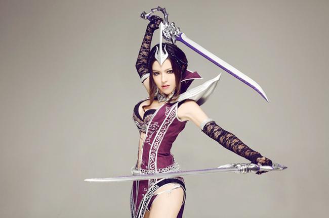Witchblade là một trong 4 class chính của C9 Online - MMO đình đám Hàn Quốc một thời. Nữ nhân vật lạnh lùng này sử dụng năng lượng băng giá cùng với vẻ ngoài kiều diễm nên chiếm được cảm tình của gamer. Mới đây, bộ cosplay mới do coser NANA thể hiện dành cho Witchblade càng tỏ rõ điều đó.
