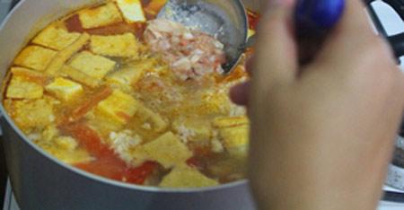 Cách làm bún riêu tôm thịt thơm ngon - 9