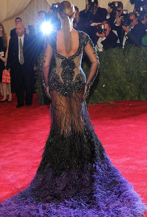 Beyonce quá gợi cảm nơi đông người - 4