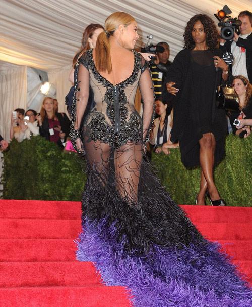 Beyonce quá gợi cảm nơi đông người - 2