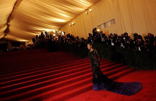 Beyonce quá gợi cảm nơi đông người - 3