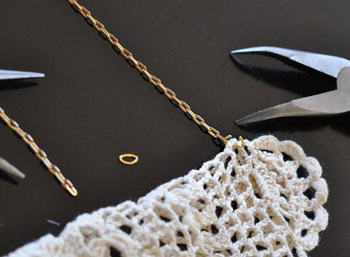 Làm vòng cổ từ khăn lót ấm chén - 4