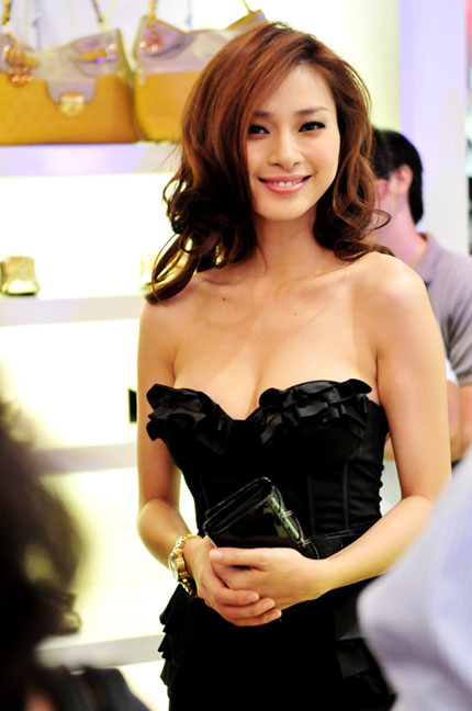 Mặc corset đẹp không dễ! - 4