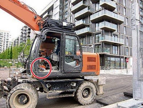 Dễ dàng đem bom vào SVĐ Olympic Luân Đôn - 1