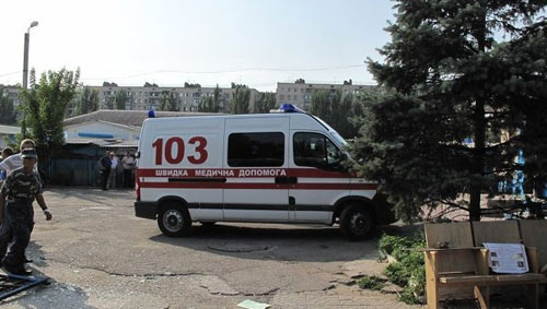 Ukraine: Bé trai đứt rời tay bị bác sĩ bỏ rơi - 1