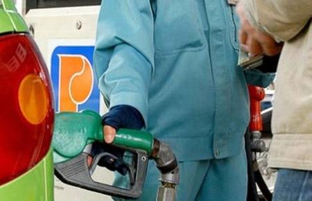 """Giá xăng dầu: """"giảm 1, tăng 3"""" - 1"""