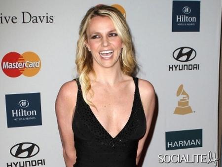 Spears và Shakira trúng hợp đồng béo bở - 1