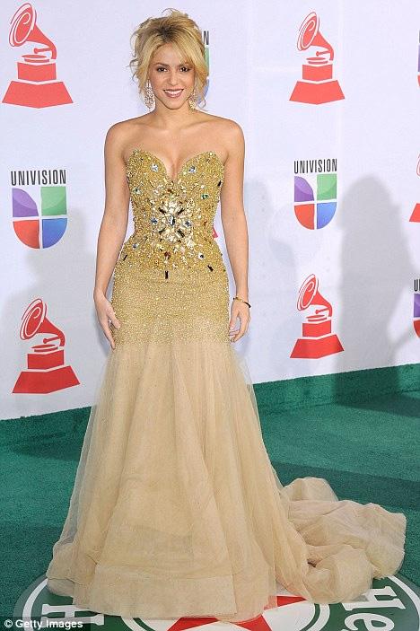 Spears và Shakira trúng hợp đồng béo bở - 2
