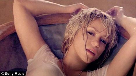 Spears và Shakira trúng hợp đồng béo bở - 3