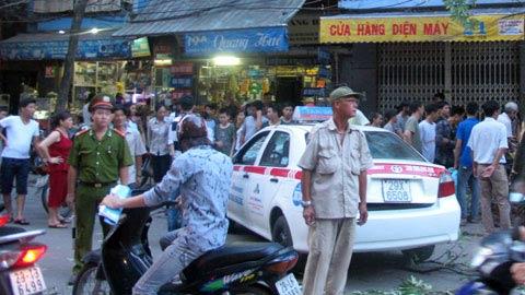 Xe ôm nổi hứng lái taxi gây tai nạn - 3