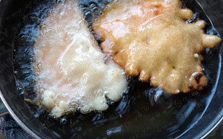 Cách làm bánh khoai giòn ngon thơm lừng - 7